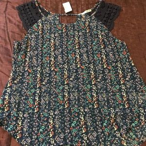 NEW - Women's Maurices Floral Sleeveless Blouse.